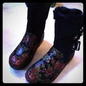 Alegria boots
